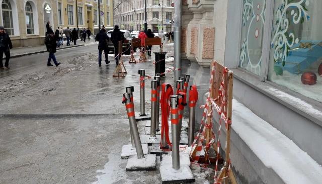 В Москве установили ограждения для сугробов нового образца (4 фото)