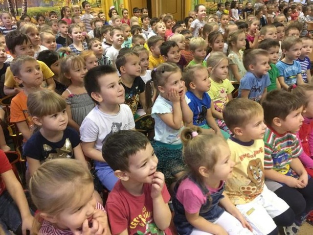 Фотография с представления в детском саду (2 фото)