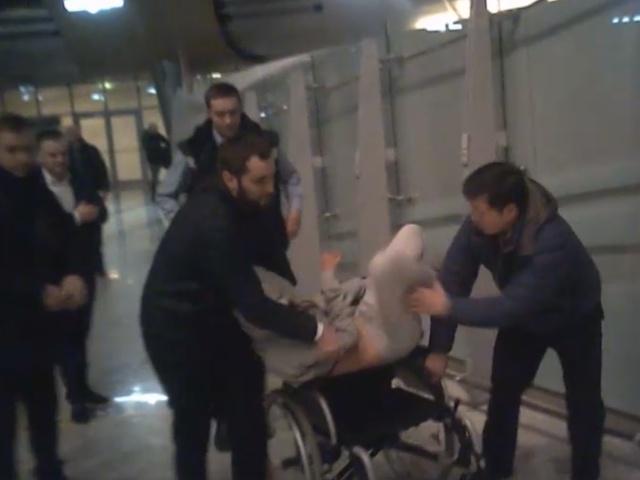 Жесткое задержание депортированной Насти Рыбки в Шереметьево
