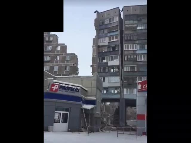 Обрушение части подъезда печально известного дома в Магнитогорске