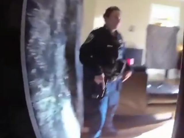 Офицер случайно выстрелил в спину напарнице