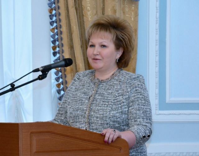 Спикер Новгородской думы Елена Писарева пояснила, что женщинам после 30 лет уже не нужны деньги за рождение ребёнка