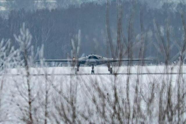 """Первые фотографии российского тяжелого ударного беспилотного летательного аппарата """"Охотник"""" (5 фото)"""