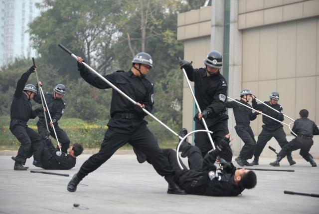 Как в Китае обезвреживают преступников и задерживают до прибытия полиции