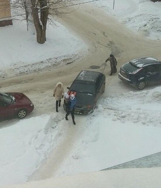 """Когда водителя абсолютно не волнуют """"проблемы"""" пешеходов (4 фото)"""