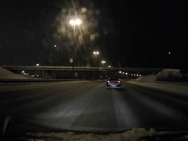 Экстремалы развлекаются на Кольцевой автодороге в Санкт-Петербурге