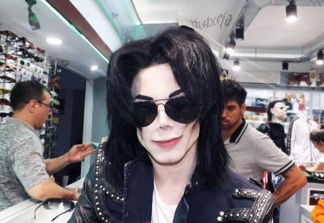 Лео Бланко потратил более 30 тысяч долларов, чтобы стать похожим на Майкла Джексона (8 фото)