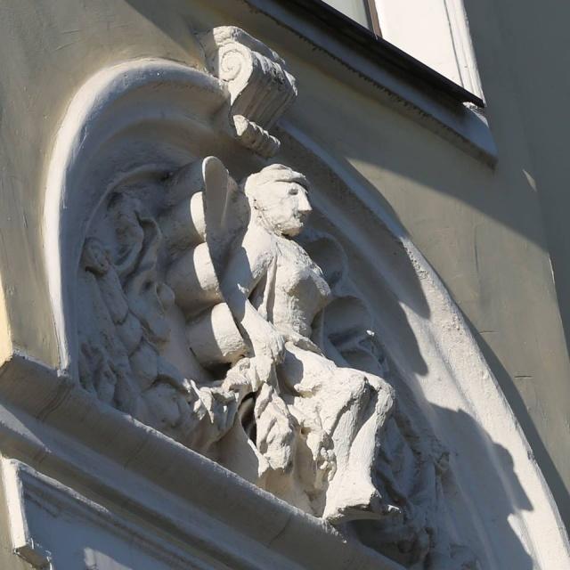 Во время реставрации в Москве было испорчено историческое здание XIX века (5 фото)
