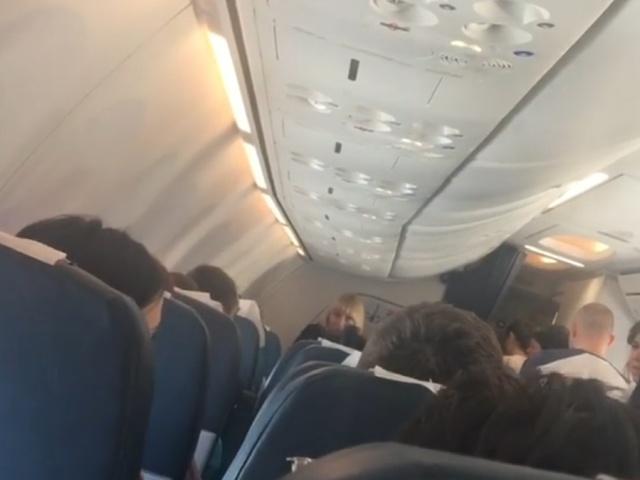 """Рейс """"Санкт-Петербург - Анталья"""" совершил экстренную посадку в Сочи из-за пьяного пассажира"""
