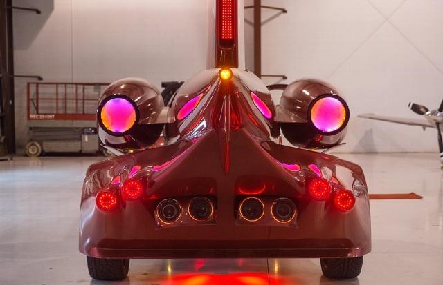 Необычный ночной клуб на колесах из фюзеляжа самолета (18 фото)