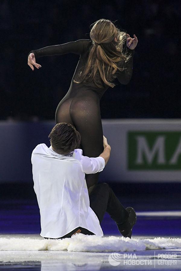 Фигуристка Александра Степанова удивила зрителей своим нарядом (5 фото)