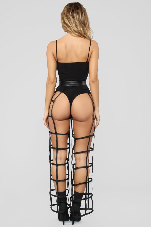 Люди высмеяли новые дизайнерские брюки в сетку (5 фото)