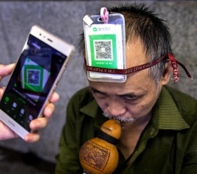 Прогресс не стоит месте: китайцы платят за всё при помощи своего смартфона (11 фото)