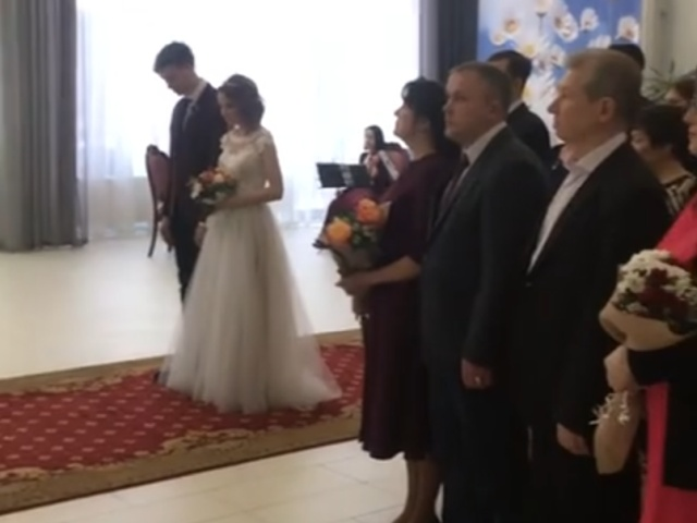 Подсмотрел за парочкой на свадьбе — pic 3