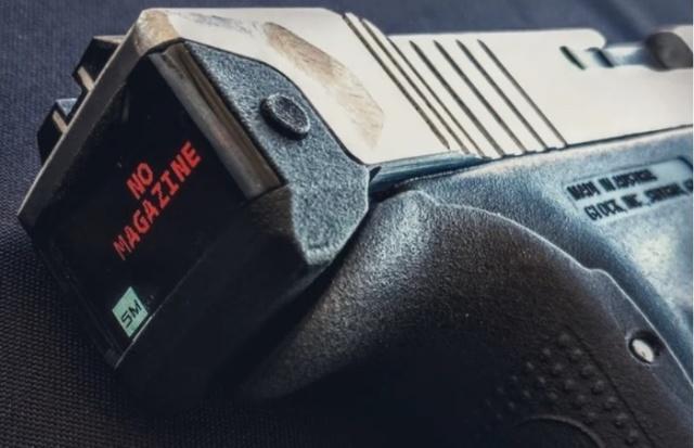 Пистолет Glock 17 с электронным счётчиком боеприпасов (3 фото + видео)