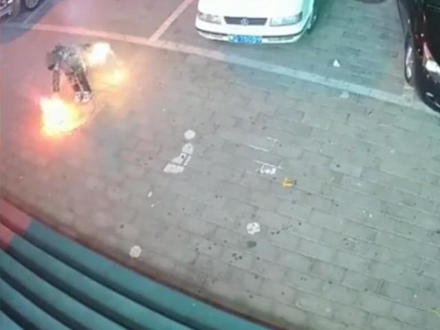 Взрыв канализации из-за ребенка с фейерверком