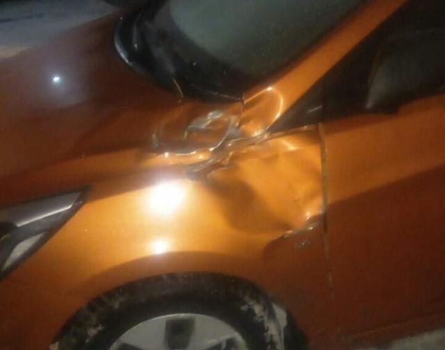 Злоумышленники сбросили на автомобили металлическую дверь с 27-го этажа в Мурино (2 фото + видео)