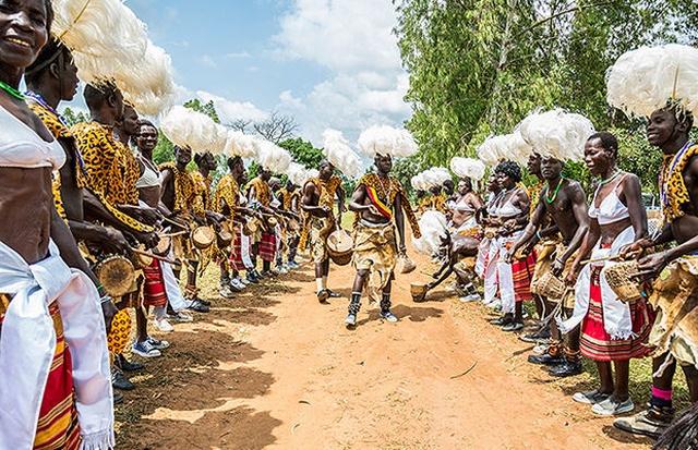 Самые странные и ужасные свадебные традиции народов мира (18 фото)