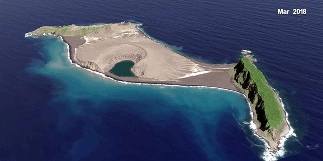 Рождение нового острова в Тихом океане (9 фото)