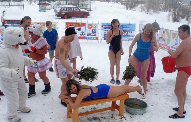 Учительница из Барнаула чуть не лишилась работы после публикации фото в купальнике (5 фото)