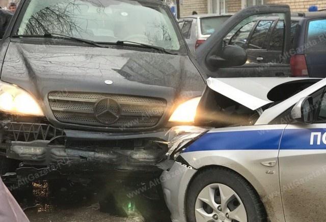 Неадекватный водитель протаранил 20 автомобилей, пытаясь уйти от полицейской погони в Подмосковье (8 фото + видео)