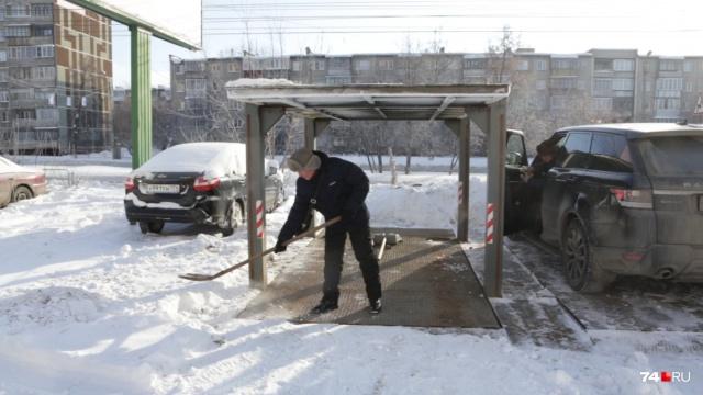 Как работает персональная двухуровневая парковка с автомобильным лифтом в Челябинске (7 фото + видео)