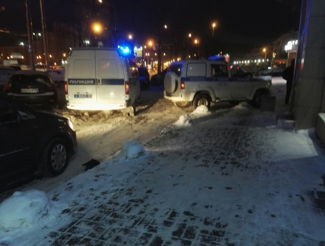 Странное происшествие в Санкт-Петербурге, виновником которого стал водитель Audi Q7 (3 фото)