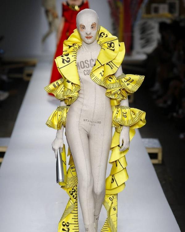 Самые странные наряды, которые выглядят, как готовые мемы (25 фото)