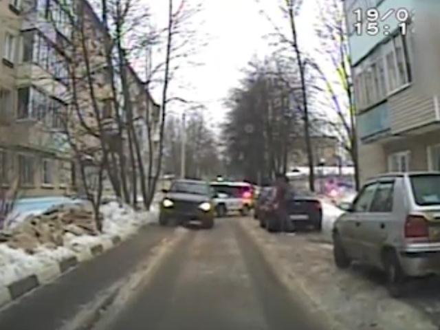Видео с регистратора полицейских: погоня за пьяным водителем внедорожника в Сергиевом Посаде