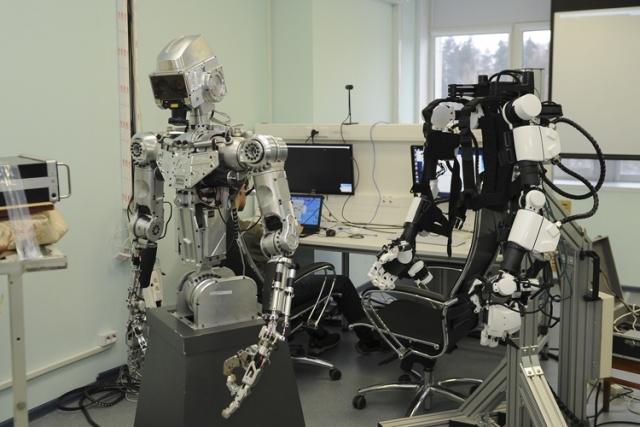 Российский антропоморфный робот для выполнения сложных задач в космосе (6 фото)