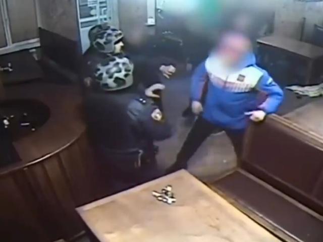 Нападение пьяных подростков на росгвардейцев в Ленинск-Кузнецке