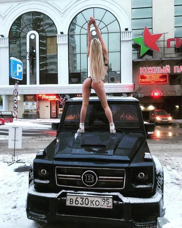 Яна Шевцова опубликовала фотосессию на капоте внедорожника, чем оскорбила жителей Чечни (2 фото)