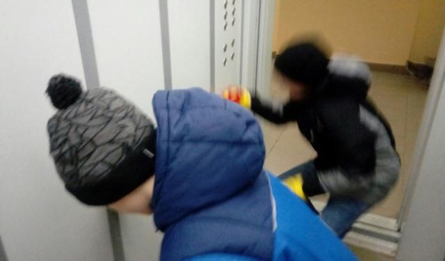 """""""Детская пакость"""" или как детишки """"подшутили"""" над соседями в Нижнем Новгороде (2 фото + видео)"""