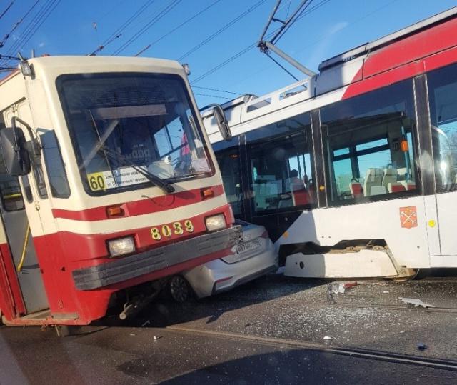 Авария в Санкт-Петербурге, вызывающая много вопросов (4 фото)