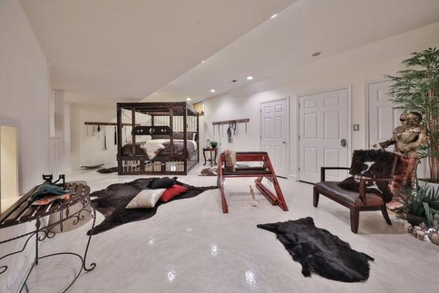 """Дом с неожиданным """"секретом"""" был выставлен на продажу (9 фото)"""