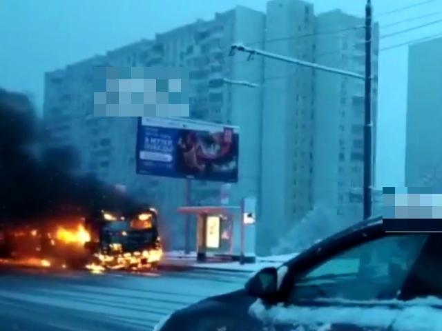 В Москве на Каширском шоссе загорелся рейсовый автобус