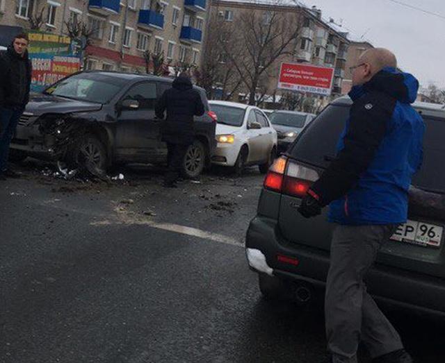 Водитель зажал руку инспектора дверью и нажал на педаль газа (2 фото + видео)