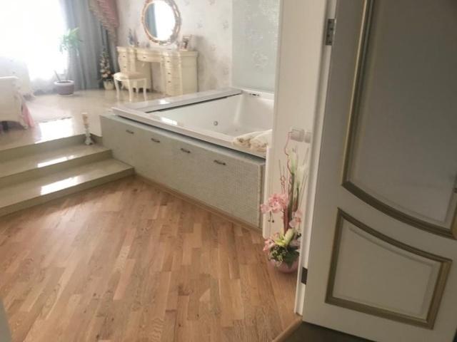 Обыск в доме чиновницы мэрии Новосибирска Натальи Малиновской (7 фото + видео)