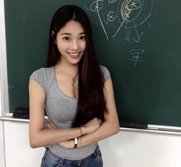 "Чэн Цзя-вэнь - ""самая горячая учительница"" на Тайване (20 фото)"