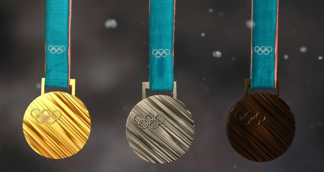 В Японии изготавливают медали к Олимпийским играм из переработанной электроники (10 фото)