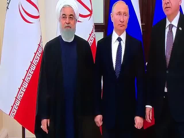 "Президент Ирана Хасан Рухани ""перепутал руки"" на встрече с Владимиром Путиным"