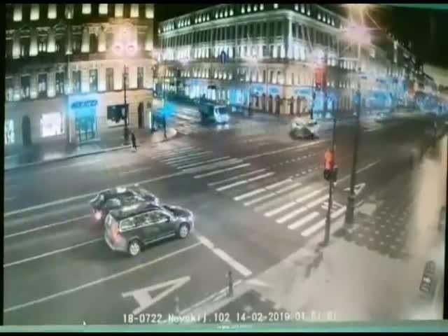 19-летний водитель решил проскочить на красный сигнал светофора