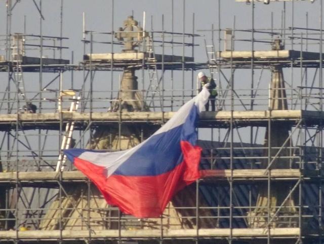 На соборе в Солсбери появился российский флаг (6 фото)