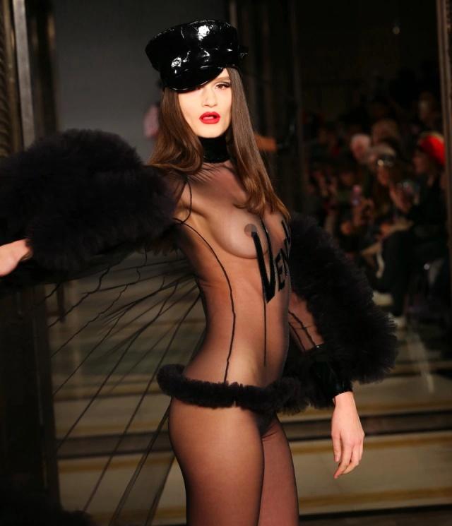 """Откровенные наряды от британской """"бунтарки"""" мира моды Пэм Хогг (19 фото)"""