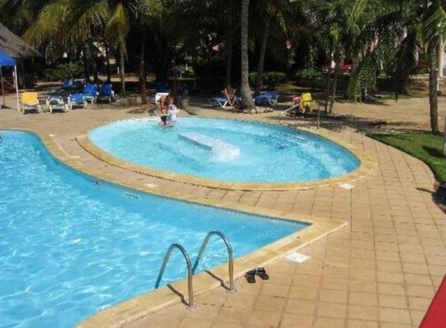 Ржавая сантехника, мутный бассейн и пищевое отравление - так прошло празднование юбилея свадьбы на Кубе (11 фото)
