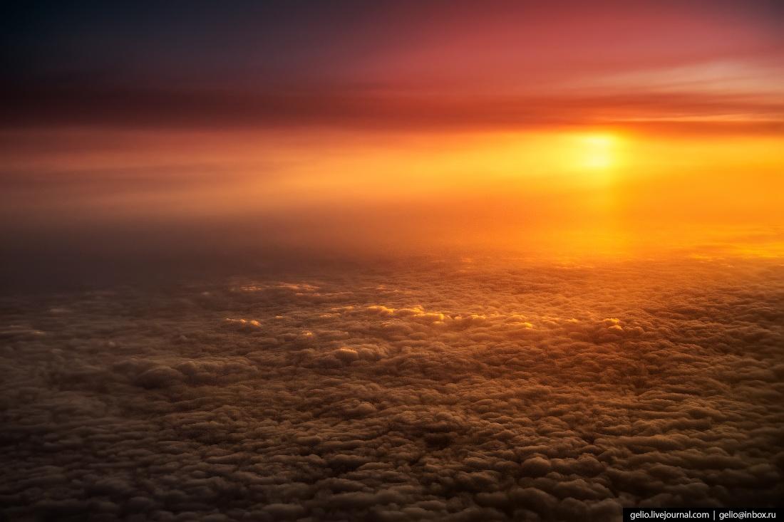 Красочные фотографии, сделанные из иллюминатора самолета (55 фото)
