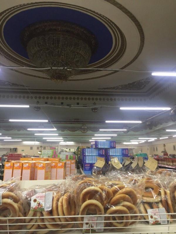 В Орске в здании Дома Культуры открылся универсам (6 фото)