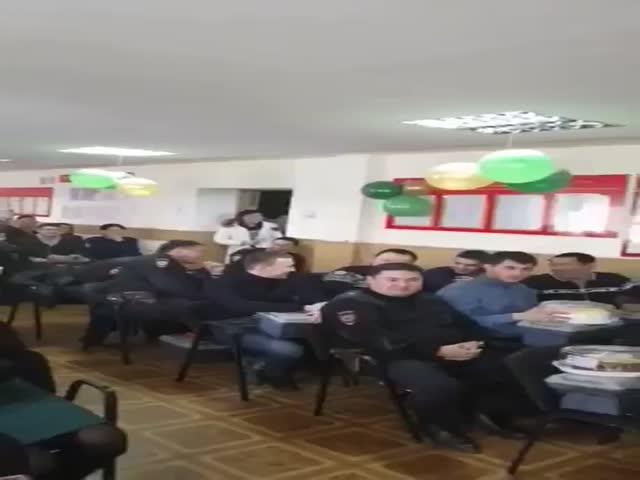 Бурятских полицейских поздравили с Днем защитника Отечества эротическим танцем