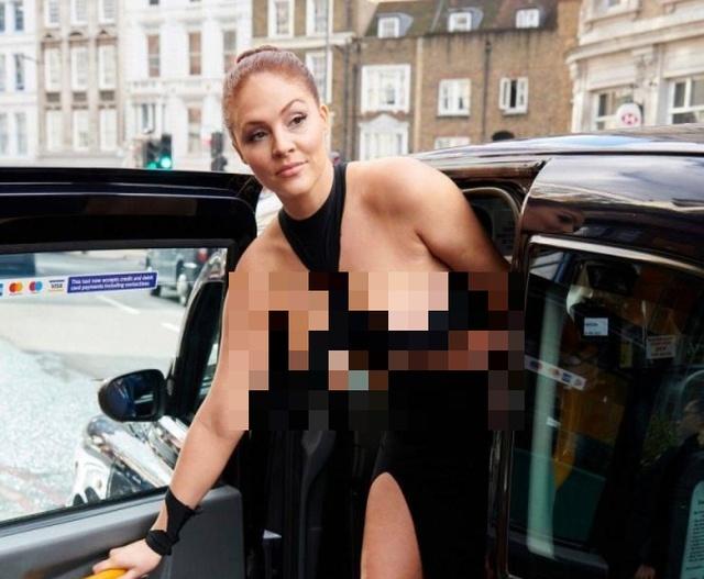 """Британка Стефани Барнс прогулялась в откровенном """"платье Ким Кардашьян"""" по улицам Лондона (12 фото)"""