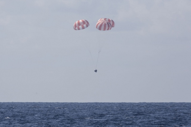 SpaceX произвела успешный запуск нового корабля Crew Dragon, отправив его на МКС (3 фото + видео)